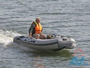 Надувная лодка Касатка 335